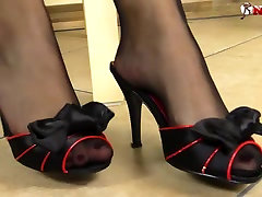 comics porn 3d amateur brunette in black pantyhose shows you Her body