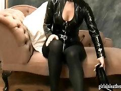 गर्म kinky babes, सेक्सी चमड़े में जूते और उंगली बिल्ली