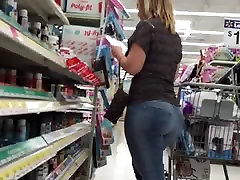 Thick White Woman In Walmart