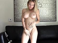 Blond veebikaamera jumalanna 27 - Hitachi orgasm
