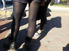 Parim läikiv mustad läbipaistmatud sukkpüksid tüdruk
