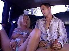 Blond threesome milf fucks raske MC