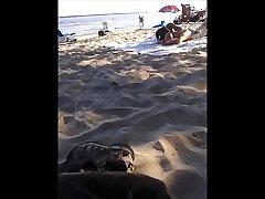 אסיה חושפני על אוקה&039;s בחוף נודיסטים