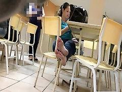 yoga vedios kolegijos mergina purvinas kojas ir padus ji pastebėjo