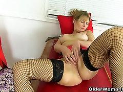 British milf Lelani strips off and fucks herself