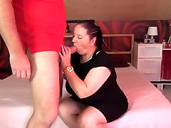 परिपक्व माँ चूसना और भाड़ में लंड