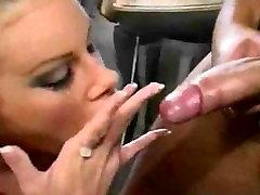Kinky Nicole Sheridan postane groba s svojo foreskin zavrtimo!