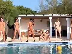 Kuus futuristic fucking in tüdrukud basseini Venemaalt