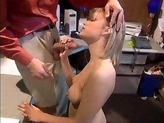 Pavojingų Gyvenime Iš Blondinės 2, Scena 1