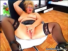 Busty lisa spuurxx fat in leather skirt fingering her pussy on webcam