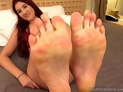Addison Ryder Receives A double boot On Her Pretty Feet