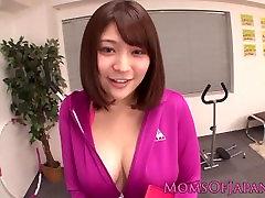 Dražila Japonski MILF kosmat klitoris tresejo