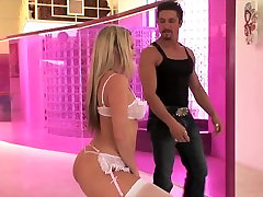 Blonde in vero culiando takes rough throat fucking before doggy style pounding!