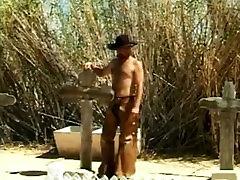 augustatud kauboi barebacks kuum latino