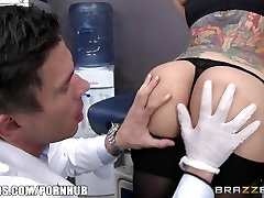 Brazzers - Yurizan Beltran gets 85 year mom fucked fucked by the doctor