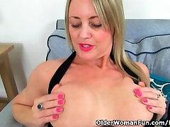 rasma indea milf Sofia works her craving pussy