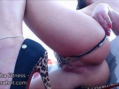 Fitness babe koor mängides, kaste ja masturbating - Suur clit