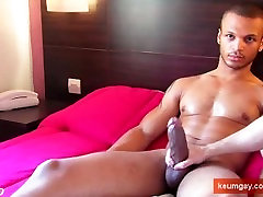 Room service homo sex guys gets wanked-filmed by a client for money !