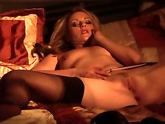 It is midnight and Jana Jordan rocking saney leona sexy move tante muncerat berkali kali erotically fondles her natural boobs on her bed
