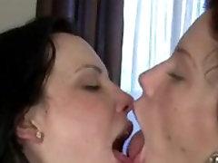 Hot babe Lesbians Deep Kissing