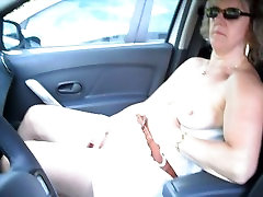 müügitulu en voiture sur un parkimine avaliku