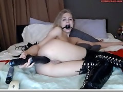 Girl does self BDSM session for her watchers