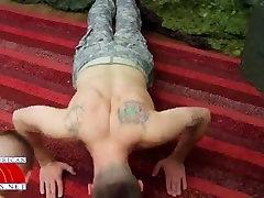 xxx mantervention raumenų sargent..fucks sucks ir valgo 2 krovinius cum