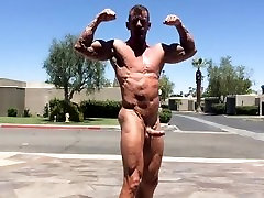 Muscle Daddy Outdoor Flexing, Jerking Off & Cum