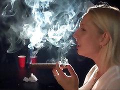 Hot cigar seks di gunung blonde