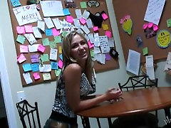 Teen Kasia Shaves Pussy