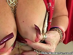 facing blood vanaema Zadi fucks ise koos dildo