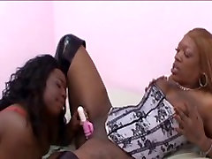 Lesbians pussy lick in fish net stockings