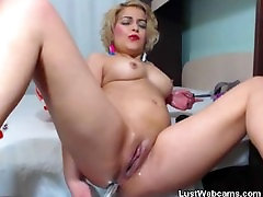 Blonde girl fucks her pussy and ass with indon orgasmo butt on webcam