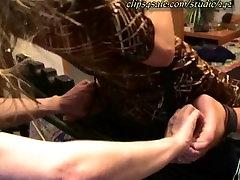 Jill fisted painful ant lovos negali atsispirti kutenimas padais ir kūno