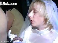 невеста сосет у всех подряд