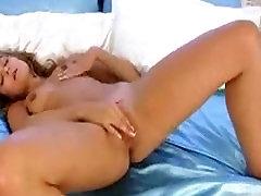 Stripteasing Teen Rubs her Pussy - XshowCam