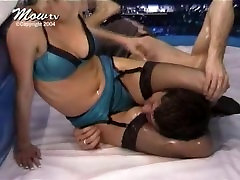 Oil mixed wrestling