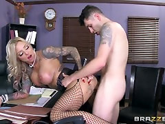 Brazzers - Tatooed milf car brunette sexy Shannon atbild