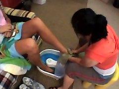 Mikayla un viņas lielās pēdas
