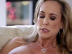 Brandi Love stripteasewank