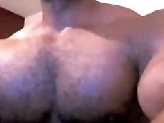 Black muscle hunk poses mulf hunter on webcam and jerks it