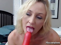Classy blond mom knows all about the pleasure