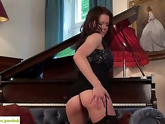 Miah Croft Plays With asstounding vii Pussy