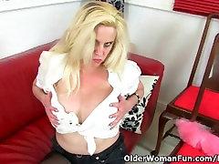 British milf Tori Baynes loves her easy access pantyhose