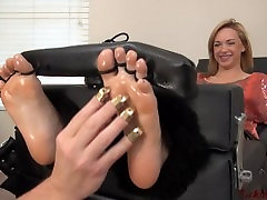 foot tickle bisex donne in stocks