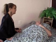 माँ की शुभरात्रि - लगता अकेला mayu tsubaki पर MilfHoookup.com