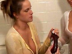 Hot Lesbians Making Out in Bathtub
