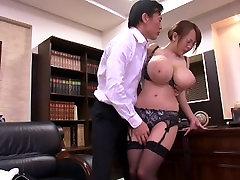 HORNYCAMS.PW - Azijskih z velikimi joški undressing v pisarni