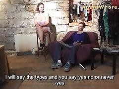 가슴 섹시한중년여성으로 사람을 부끄러워서 그들의 첫 번째 주