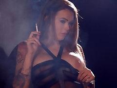 Charley Atwell suitsetamine tugev marlboro punased aastal naughty pesu